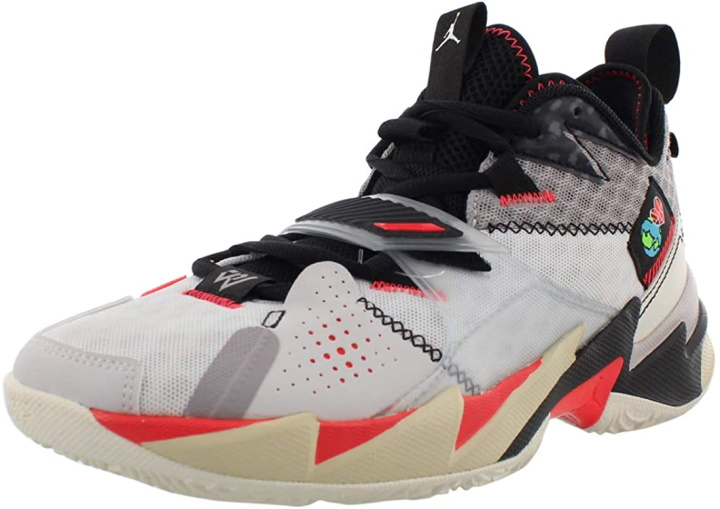 Light-weighted Basketball Shoes