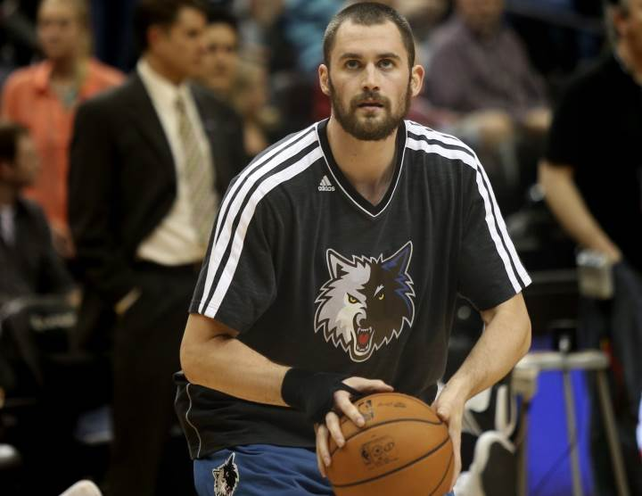 Kevin love playing basketball with gloves